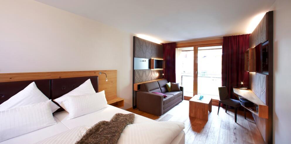 Anthony's Life & Style Hotel 7529