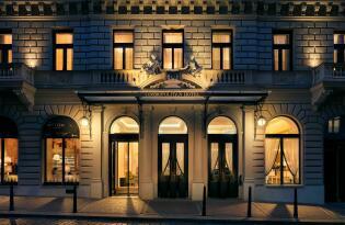 Brechen Sie auf zum Luxusurlaub in der Goldenen Stadt