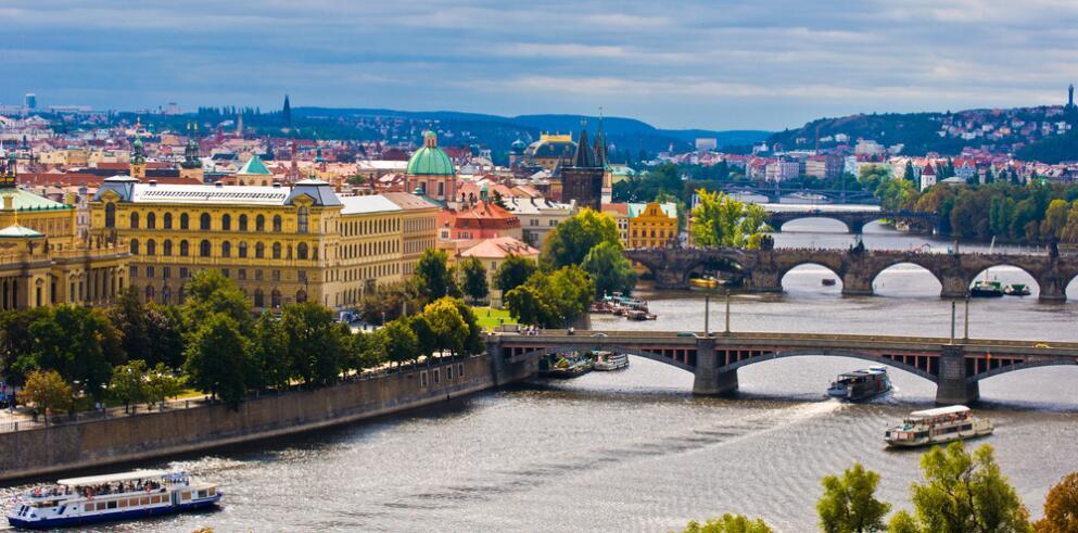 Pure White Prague 9027