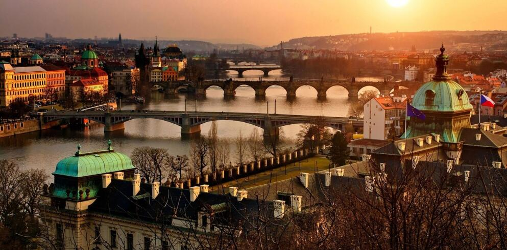 Pure White Prague 9028